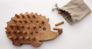 Wooden hedgehog board game – a unique product by WoofWoofWood. Via en.DaW...