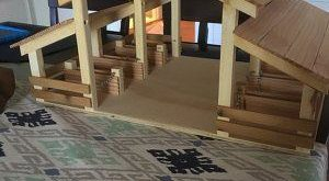 Holz Spielzeug Scheune mit 4 Ständen