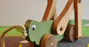 Toy Grasshopper Pull Toy - Handcrafted Wood Green Grasshopper Pull Toy - Toy for Toddler - Wood Toy Grasshopper Pull Toy - Christmas Gift
