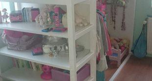 Kura Wendebett von IKEA mit Regalen - Kids Room Ideas #ideas #regalen #wendebett