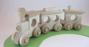 Wooden Toy Train Set 3 Cars, natural wood toy