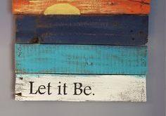Lassen Sie es sich mit rustikalem Holzschild bei Sonnenuntergang machen, das aus ...