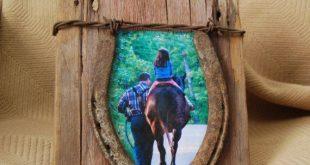 Zurückgeforderter Bilderrahmen aus Scheunenholz und Hufeisen. 4 x 6 mit rostigen